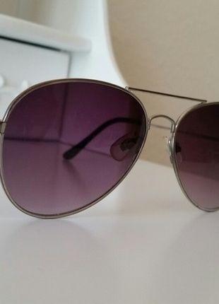 Kaufe meinen Artikel bei #Kleiderkreisel http://www.kleiderkreisel.de/accessoires/sonnenbrillen/108424010-sonnenbrille-mit-lila-glasern