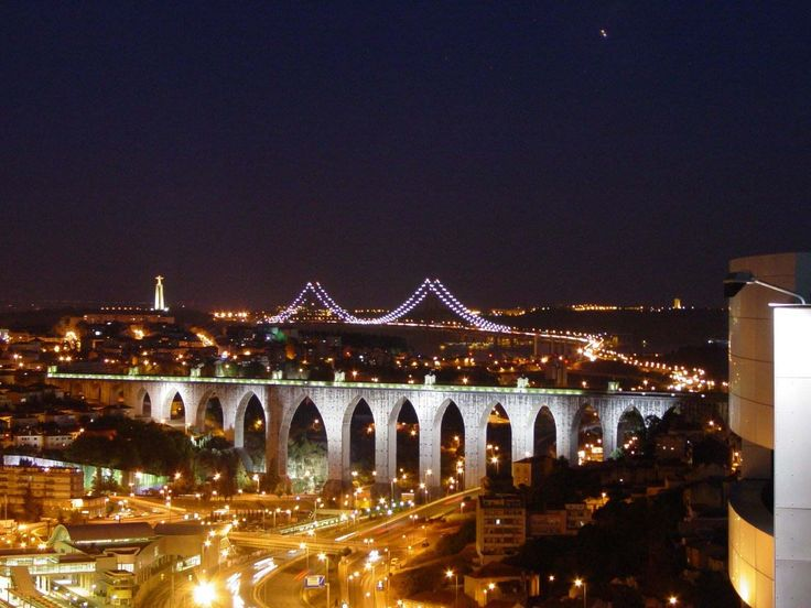 The New York Times columnist, Frank Bruni, recently revealed in a three-page article how and why he fell in love with Lisbon. http://guideanddrive.com/new/NY-Times-Frank-Bruni-in-love-with-Lisbon/?id=30