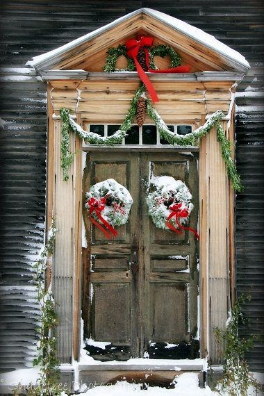 Unique Christmas Decorating Ideas for Exterior: Wooden Front Door With Snowy Wreath