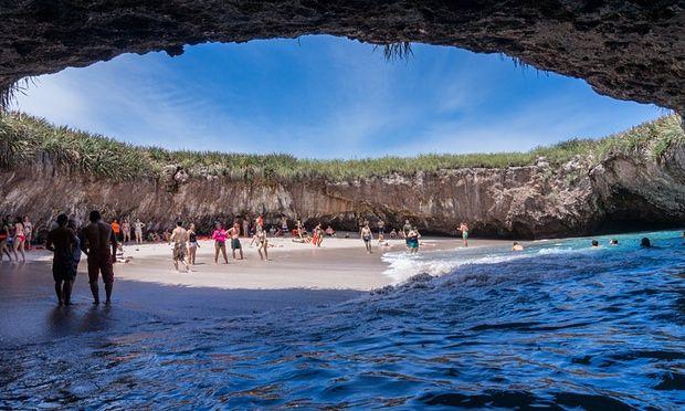 Playa Escondida (Hidden beach), Mexico