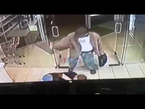 Very Graphic video. Man killed with knife. - Guns.Guru
