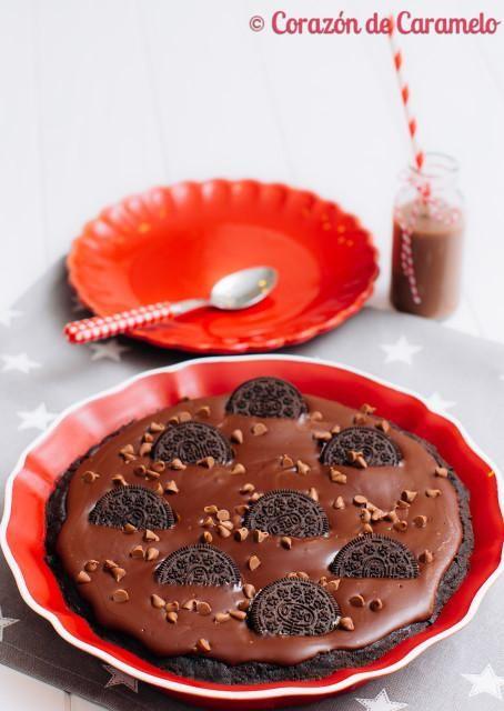 Si algún día tienes que hacer una tarta en tiempo record y además quieres asegurarte de que vaya a gustar a todos, no lo dudes, haz esta tarta de galletas Oreo.