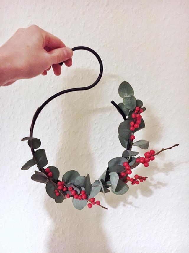 Cute Selbstgemachte wanddeko zu weihnachten diy diywanddeko eukalyptus diyweihnachtsdeko