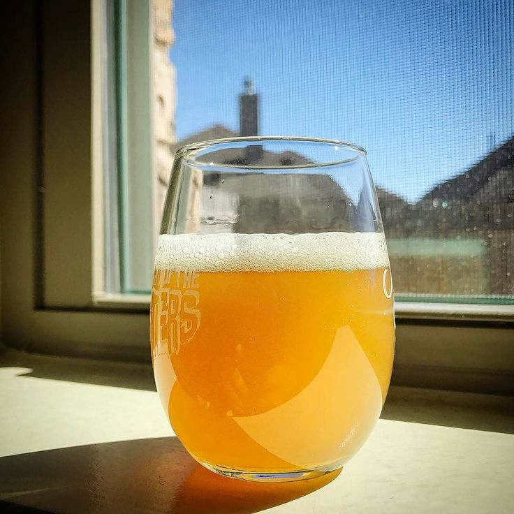 NEIPA carbed up nicely in the keg! Nice tropical aroma with a citrus filled bite. Ready in time for the bday bottle share this evening