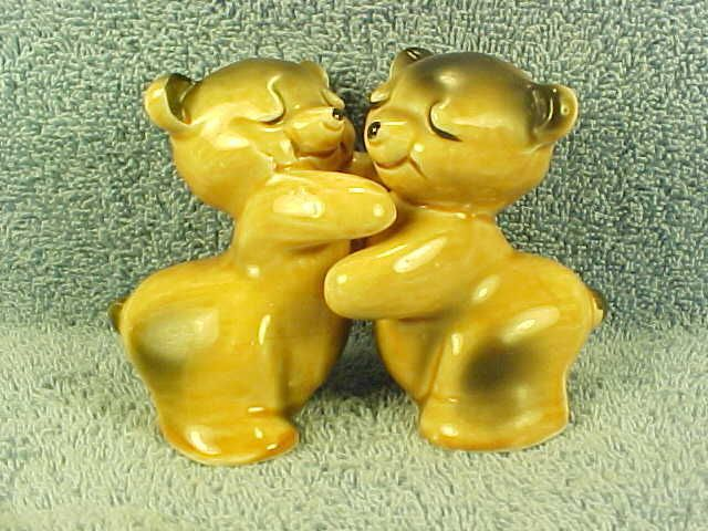 42 best images about hugging salt and pepper shakers on pinterest ceramics vintage ceramic - Salt and pepper hug ...