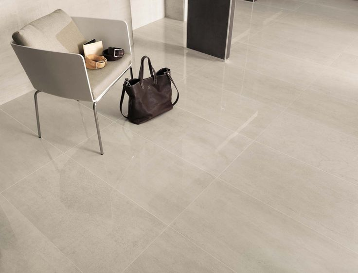 Minoli - Re-markable. Floor Tiles: Re-markable Gypsum Lappato 44 x 88 cm. Re-Markable by Minoli, is ideal for the sought-after marble effect. It is our proposal for a luxury living area. #Porcelain #Tiles #Minoli #ReMarkable #White