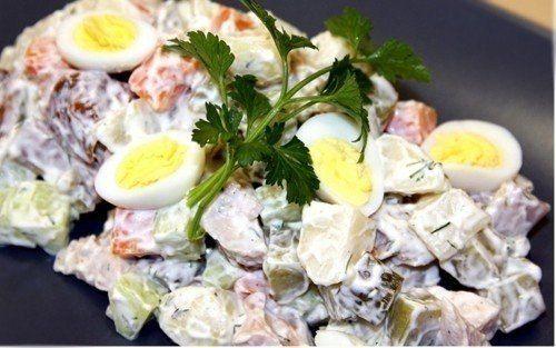 Еще больше рецептов здесь https://plus.google.com/116534260894270112373/posts  Салат «Чудо» с копченой курицей  Ингредиенты: 2 копченых куриных окорочка 2 яйца 200 г моркови по-корейски, майонез  Приготовление: 1.Мясо отделить от костей и нарезать кубиками. Яйца очистить, нарезать кубиками, по вкусу посолить и заправить майонезом 2.В салатник слоями выложить морковь, яйца и куриное мясо 3.Затем аккуратно перевернуть на тарелку и снять салатник. Украсить зеленью и подавать  Приятного…