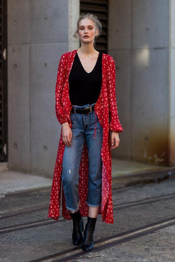 2017年5月14日~19日にオーストラリア・シドニーで開催された、2017-18秋冬シドニー・ファッションウィーク。現在、夏→秋へと移行中のシドニーの気候は、日本の今とほぼ同じ。そこで、有名ブロガーが多数集結することで有名なこのファッションウィークにて、オフランウェイでキャッチしたファッショニスタの着こなしを一挙ご紹介。初夏の着こなしの参考にしてみて。
