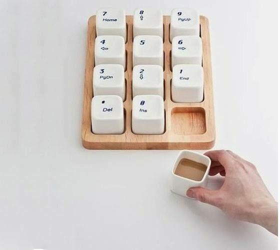 Kaffee Becher aus Plastik Tastatur Tasten
