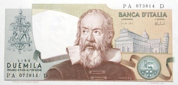 <p>La banconota da 500mila lire fu emessa soltanto una volta, nel 1997, poco tempo prima dell'entrata in vigore dell'euro. Sul retro del biglietto, di colore verde-acquamarina-rosa, era raffigurato Raffaello. </p>