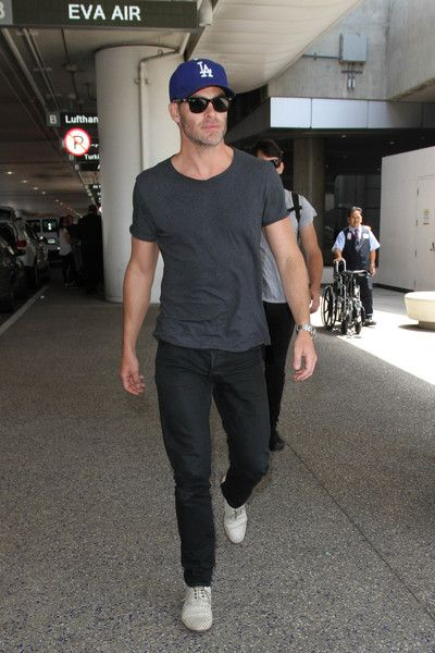Chris Pine Photos - Chris Pine is seen at LAX on May 17, 2016. - Chris Pine Arrives at LAX