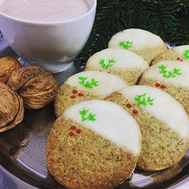 Hemp cookies for Santa 😈😁🍪🍪🍪🥛 #hempcookiesforsanta #cookies #christmas #hemp #hempflour #flour #hanfmehl #kakao #kekse #hanfkekse #plätzchen #hanfplätzchen #walnut #walnuss