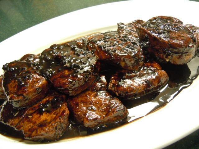Pork Tenderloin Medallions with Balsamic Dinner Reduction / NuNatural Stevia New Flavors » Nutmeg Notebook