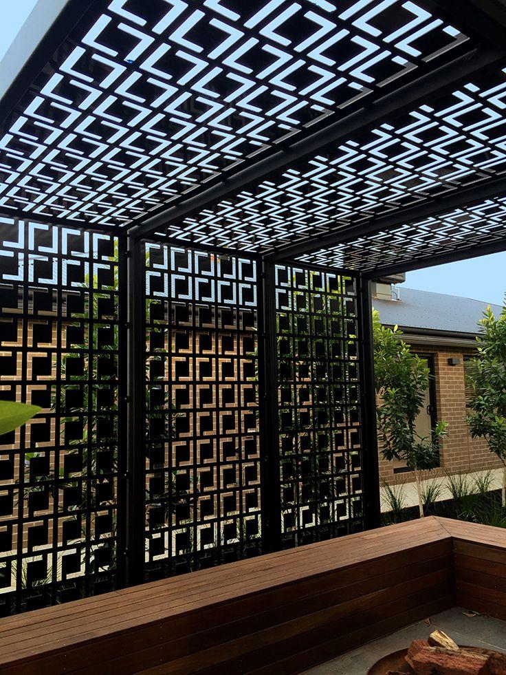 Decorative Privacy Screen Amp Pergola Using Qaq S Babylon