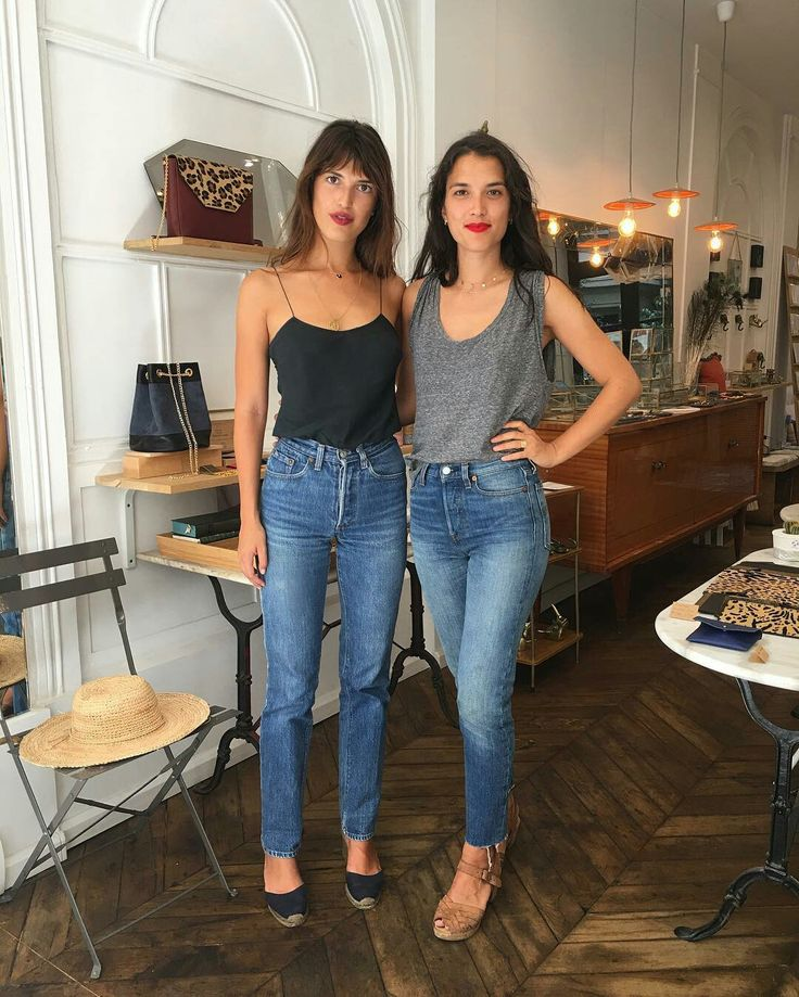 """Loving the retro vibe of the jeans - a nod to the 90s without being full blown """"mom jeans"""""""