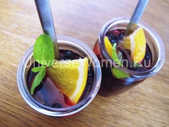 Сладкий ягодный сироп совмещает в себе три неотразимых аромата и вкуса – ягодный, лимонный и бергамотовый. Совокупно они творят оригинальную атмосферу и радуют головокружительным вкусом.