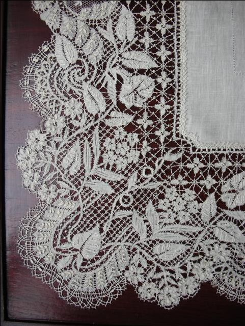 Bedfordshire Lace, also called Beds.  English Bobbin Lace