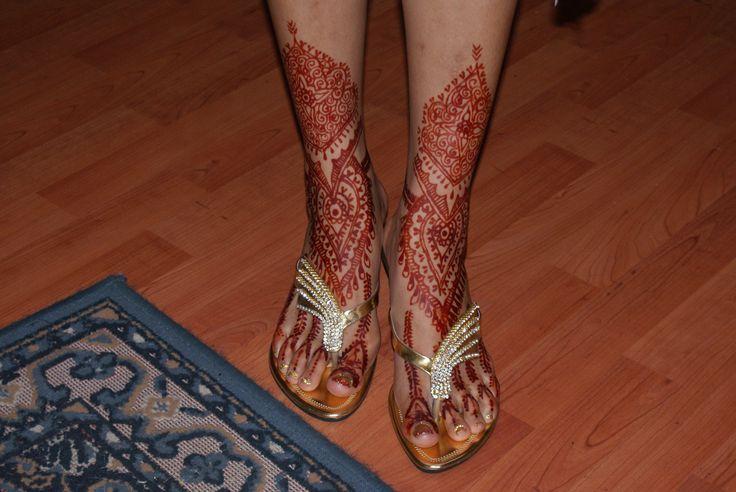 wedding shoes, wedding mendhi , gold shoes