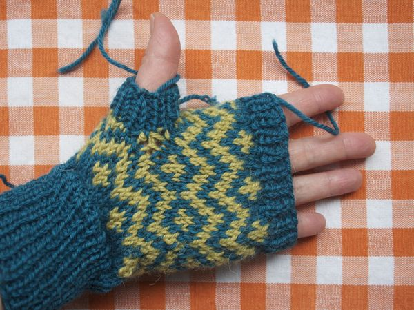Pick Up Knit Stitches Thumb Hole : how to fix knitted thumb/gusset holes, Mary Jane Mucklestone Knitting Tech....