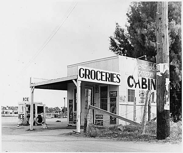 Chandler, Maricopa County, Arizona. Store run by operator of private auto camp for cotton pickers. H . . ., 11/1940