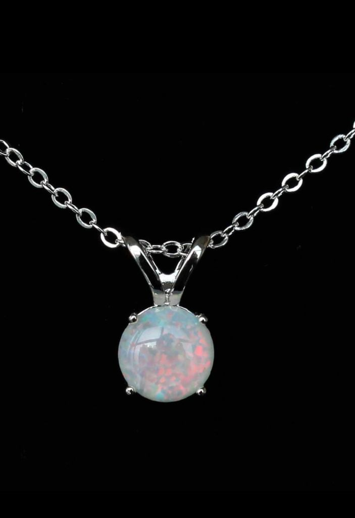 Main stone: opal Weight 3.92 g 925 stamped Length: 17 in Opal is a stone of inspiration which enhances imagination and creativity. It can bring inspiration to projects and to life and Spirit. Its own