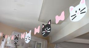 La PURRfect decoración para una fiesta temática de gato! Esta guirnalda mide aproximadamente 6 a través de colgado y espaciados como en la fotografía superior, con un total de 4 gatos negros, gatos blancos 4 y entre 7 arcos rosa.  Esta guirnalda es de doble cara, con las mismas características de gato en ambos lados, para que tenga un aspecto acabado sin importar de qué lado vas de pie en!  Por favor escriba los cambios de color en la sección Notas al retirar lo que tengo en el recibo.