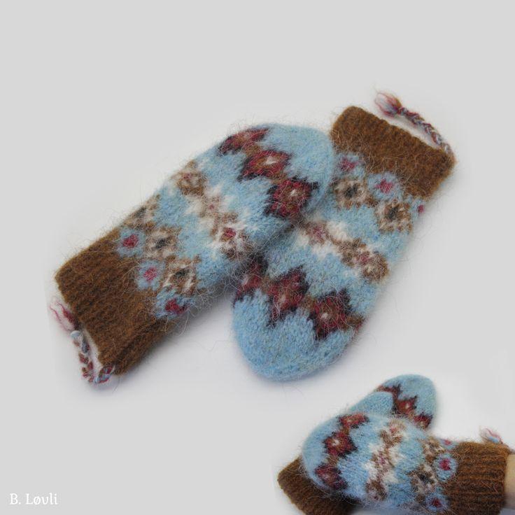 Norsk mønster på Tova votter i Léttlopi i str. S-M. Vottene strikkes i fargekombinasjon av 5 ulike farger og skal toves etter de er strikket. Pinneforslag: 4 og 5 mm Mønstret har diagrammer og f…