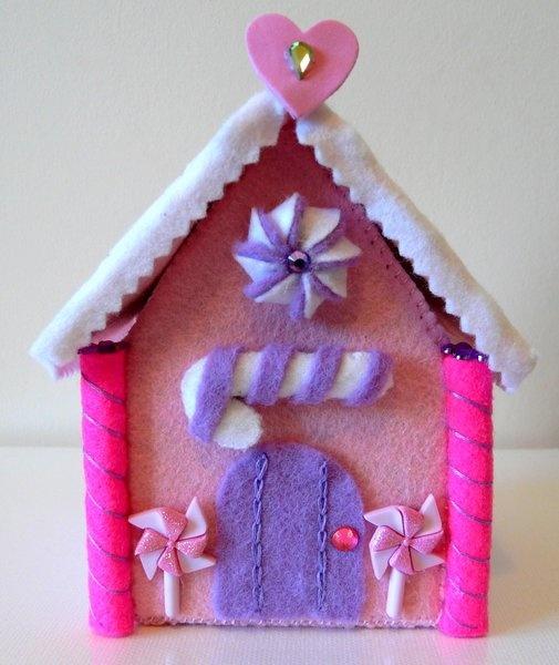 Felt gingerbread style Sweetheart House
