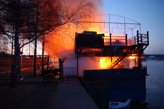 Нельзя запереть горящий дом на ключ в надежде забыть о пожаре. Сам по себе пожар не утихнет.  Теннесси Уильямс