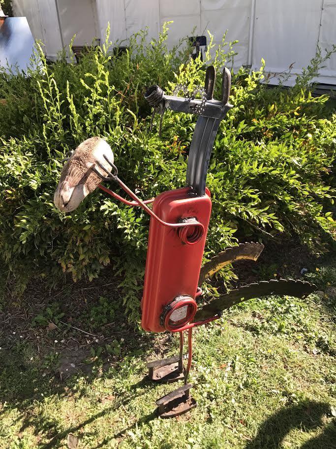 Sculpture scrat en m tal poser pour d coration industrielle r alis e avec un assemblage de - Sculpture metal jardin ...