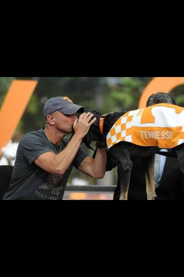 Lovin Kenny and Smokey!: Kiss Smokey, Football Time, Rocky Tops, Bleeding Orange, Big Orange, Kennychesney, Orange Country, Kenny Chesney, Chesney Kiss