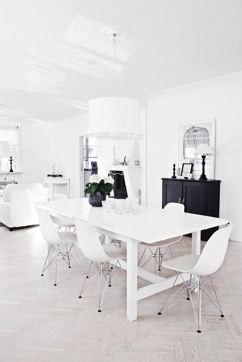 Black and white dining room via Blancuie.