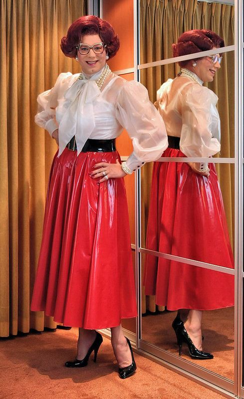 Plastic blouse, PVC skirt, imagine the rustle when walking ...
