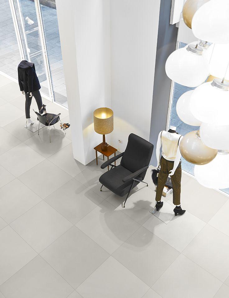 Prachtige vloer bestaande uit 50 tinten witte uni-tegels 60x60. Er is ook een grijze variant: 50 tinten grijze uni-tegels (12) Tegelhuys