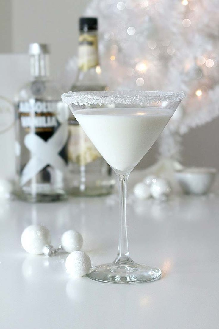 Check out the perfect winter cocktail - the White Chocolate Snowflake Martini that will have you feeling the holiday cheer in no time!