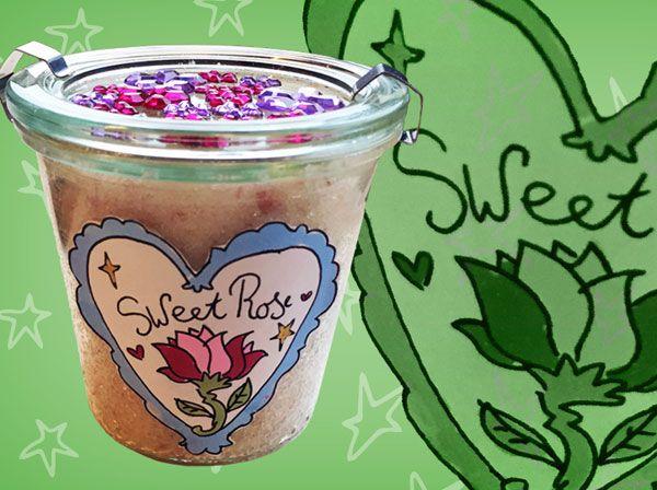 Lijkt je het wat om een heerlijke scrub te maken die ruikt naar rozen? Het zorgt ervoor dat alle dode huidcellen verdwijnen. Het is dus heel goed voor je huid en een niet te missen beauty-item!