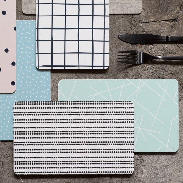 The sisters typically use buttering boards for plates in the everyday. Buttering boards price DKK 1490 / SEK 1998 / NOK 2188 / EUR 198 / ISK 418 / GBP 1.84  #butteringboard #plate #kitchen #tablesetting #inspiration #sostrenegrene #søstrenegrene #grenehome