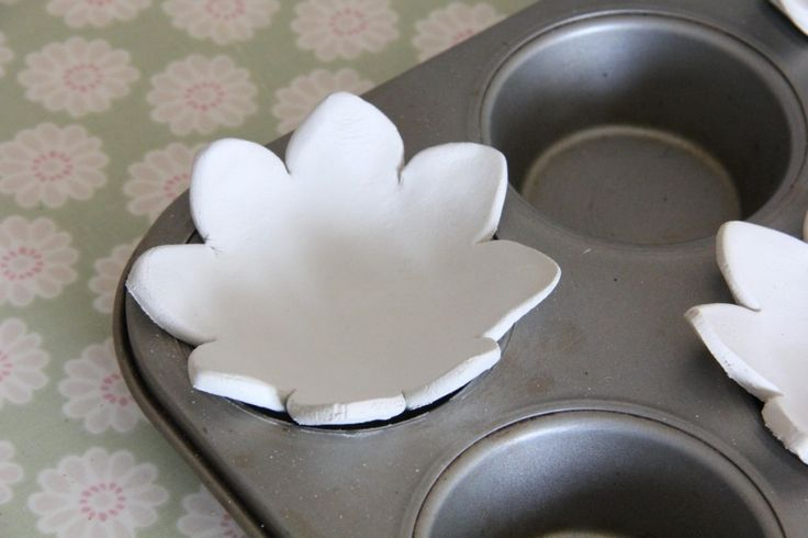 How to Make Clay Ring Dishes.                                Gloucestershire Resource Centre http://www.grcltd.org/scrapstore/