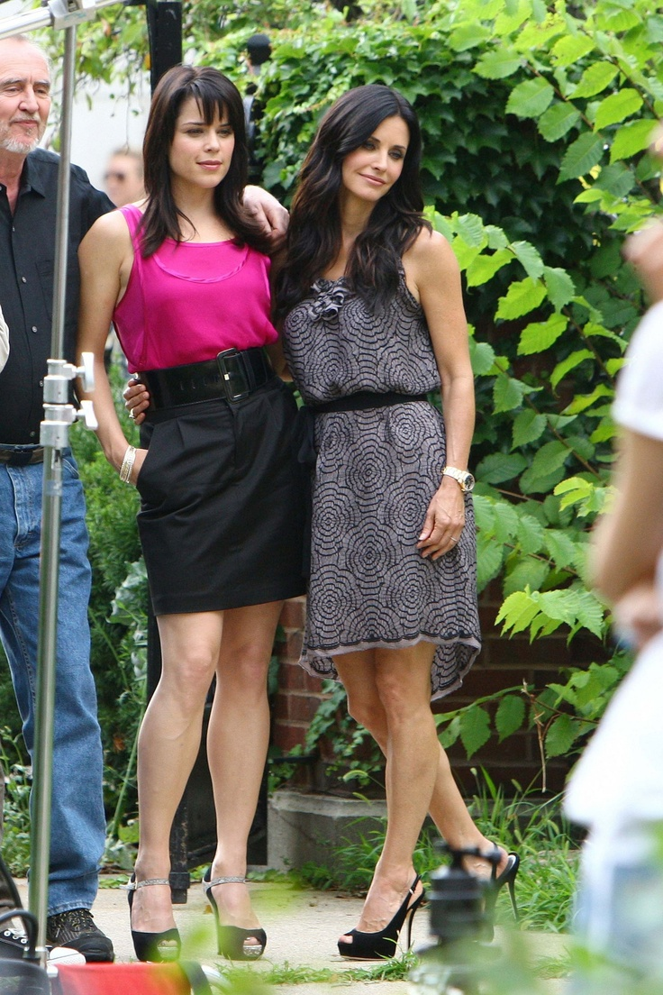 Neve Campbell & Courtney Cox reprise their roles in Scream 4 - seriously, do these people ever age?!