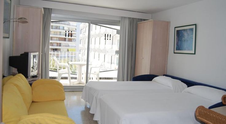 Apartamentos Torre Belroy Benidorm Situated just 60 metres from Playa de Levante, in the centre of Benidorm, these apartments are located within a tourist complex that offers a wide range of services and facilities.