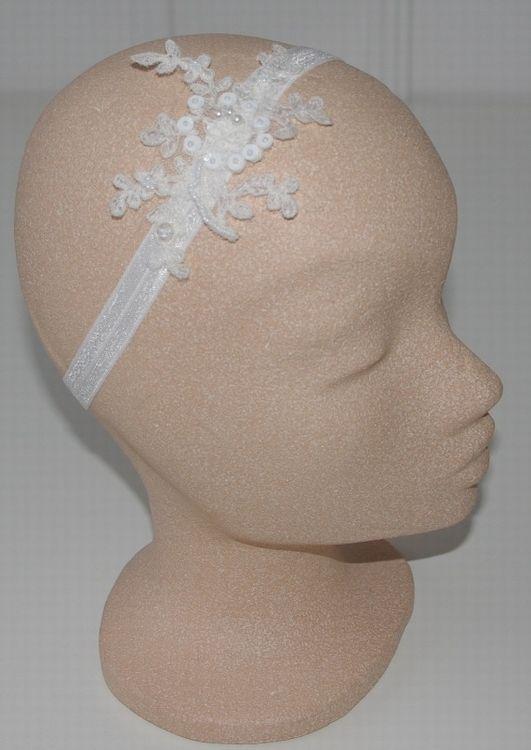 Bij Corrie's bruidskindermode vind je allerlei handgemaakte (haar)sieraden voor bruidsmeisjes, voor de communie of gewoon, omdat het mooi is. Kijk snel op bruidskindermode.nl. Trouwen, bruiloft, huwelijk, communie, communiejurk, bruidsmeisjesjurk, bruidskinderkleding, kinderbruidskleding.