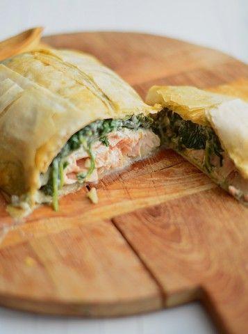 Een lekker en makkelijk kerstrecept is zalm in filodeeg met spinazie en roomkaas vulling.