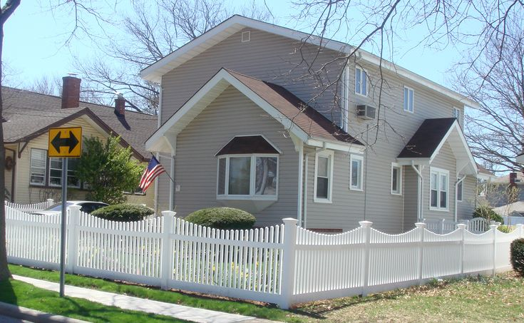Google Image Result for http://www.garychandlercontracting.com/images/picket-fence.JPG