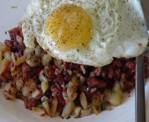 Oh I am so making this next camping trip  Corned Beef Hash - perfect for breakfast or brunch.