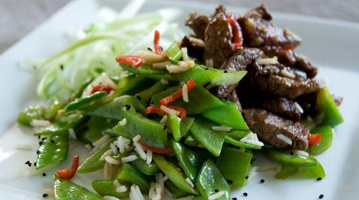 Lynstegte wokstrimler med hvidløg og ingefær