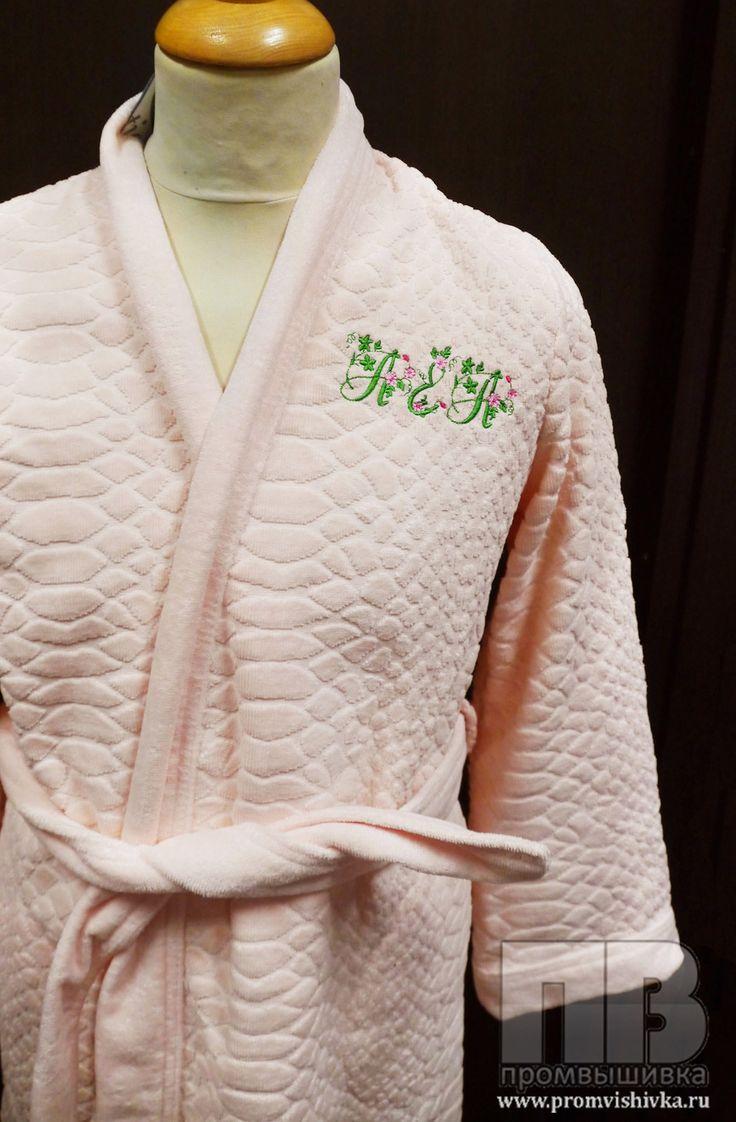 Машинная вышивка инициалов на халате