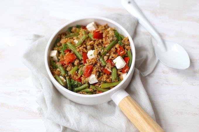 Heb je weinig tijd? Maak dan deze snelle rijstschotel met tonijn en sperziebonen. Super lekker en zo klaar! Eet smakelijk.