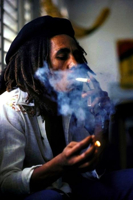 Bob Marley smoking marijuana thats not Medical - Music Pictures
