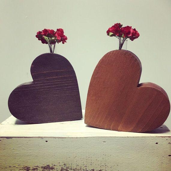 Florero de madera corazón, corazón de madera, madera Corazón Jarrón, florero de madera en forma de corazón, corazón de madera tallada, pieza central wedding, corazón decoración, regalo de boda