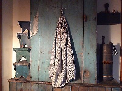Old-primitive-blue-white-homespun-apron